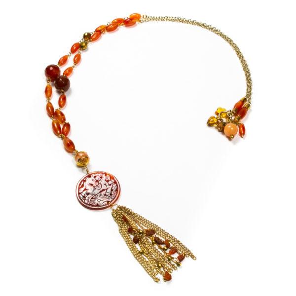 nyarancssárga színű karneol gyöngyös medálos nyaklánc