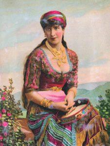 Színes ruhás cigány nő ül