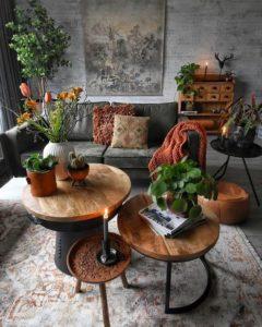 Fa bútorok, növényekkel