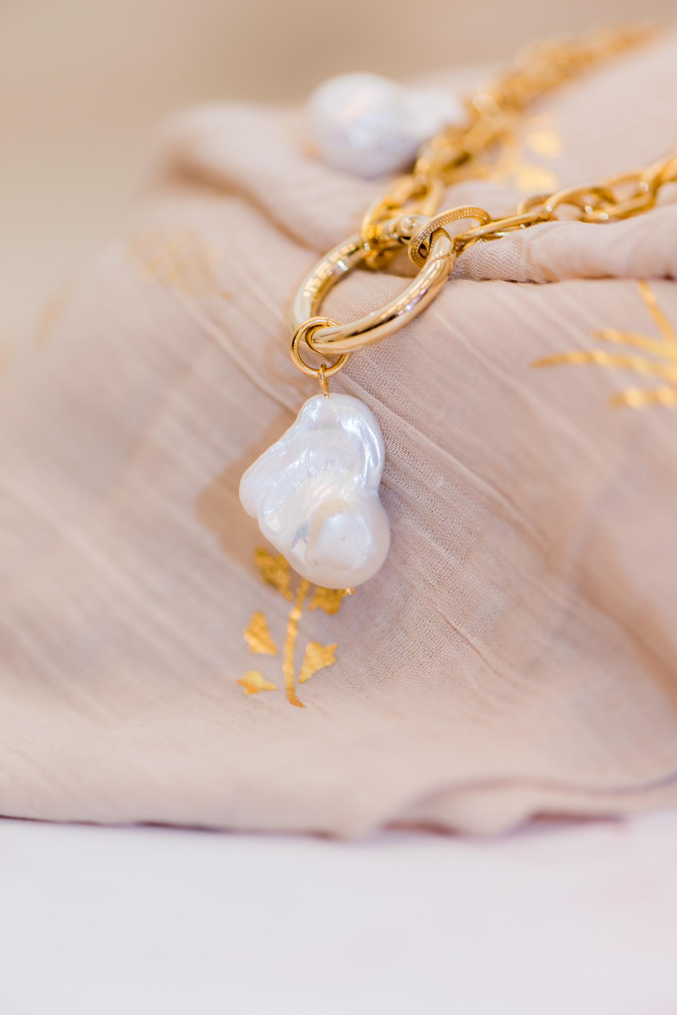 barokk édesvízi gyöngyös szett medál