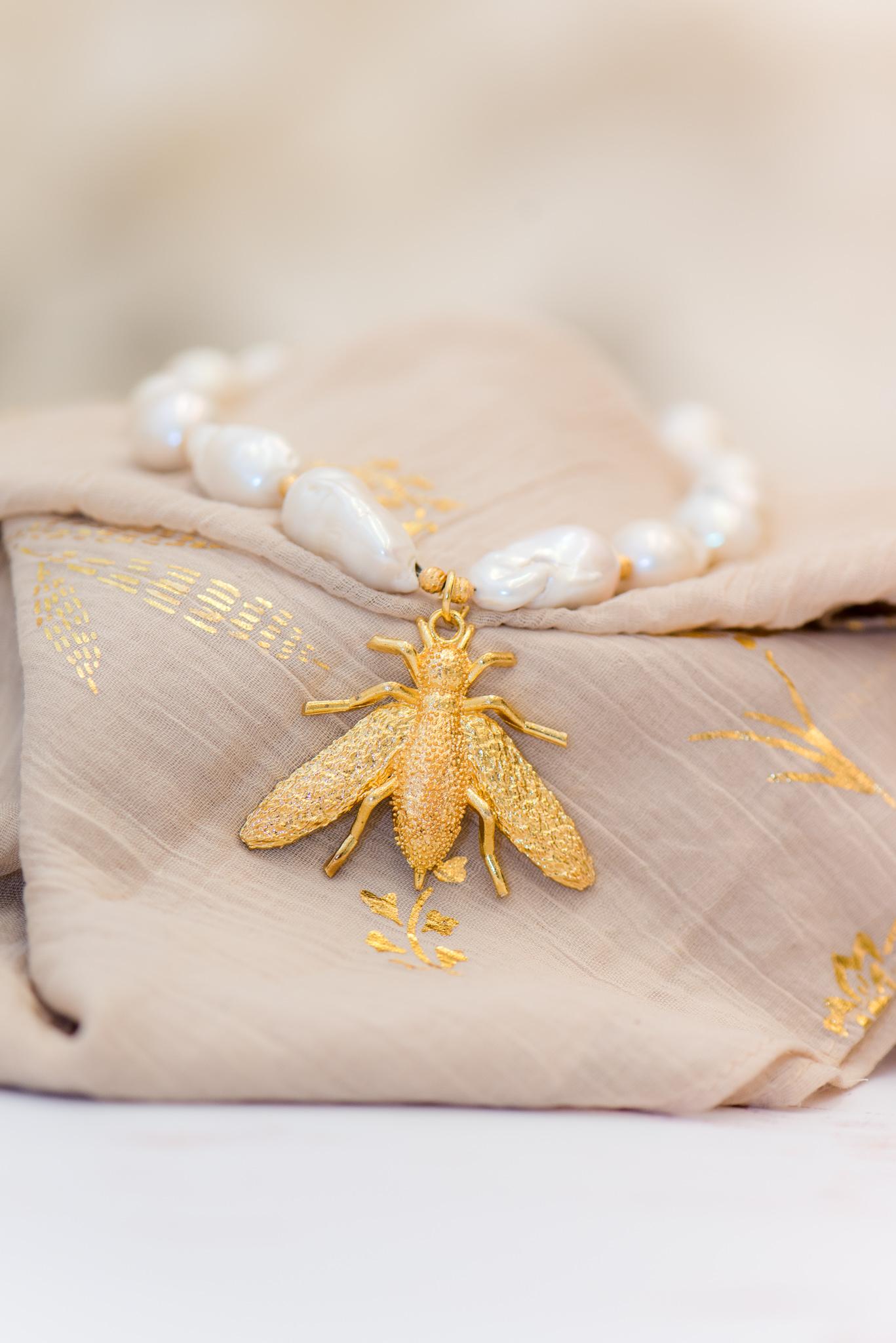 barokk gyöngyös nyaklánc méhecskével