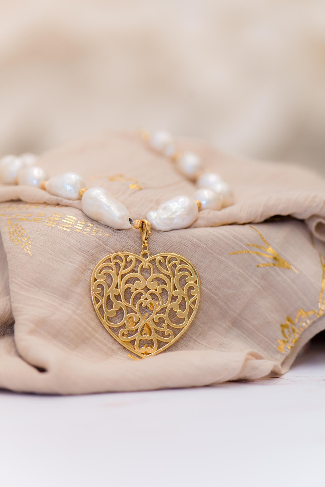 barokk gyöngyös nyaklánc nagy szív medállal