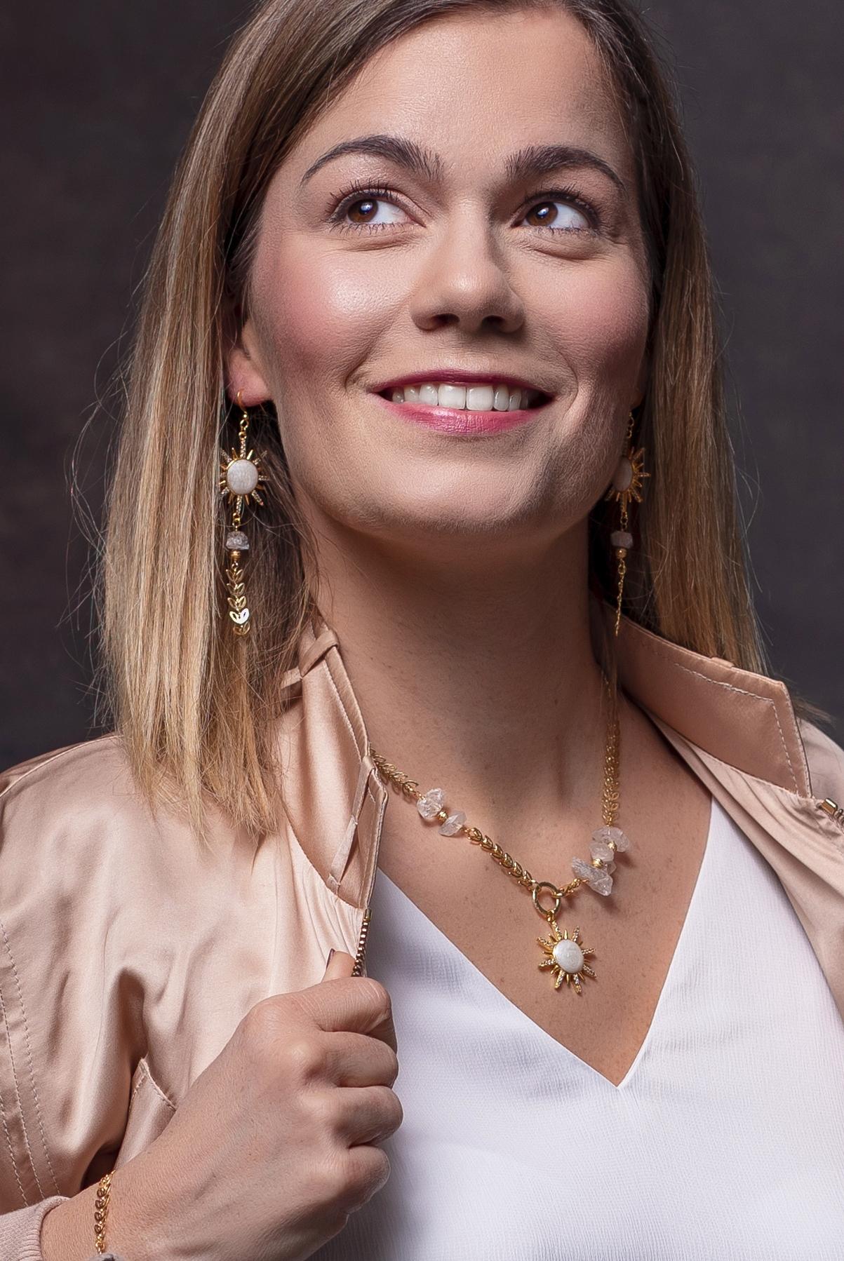 herkimer gyémántos nyaklánc egy női modellen