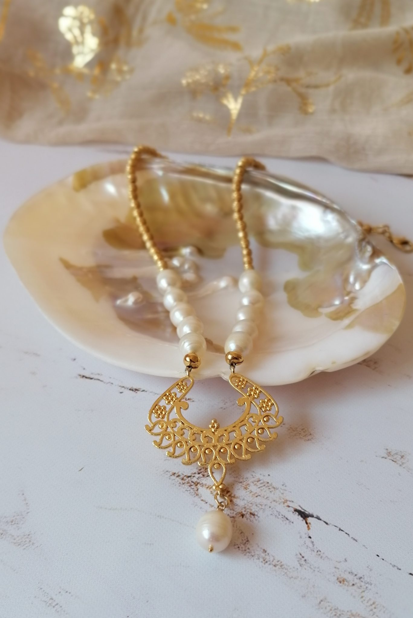 édesvízi gyöngyös nyaklánc aranyozott medállal